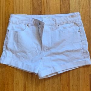 NWT WHITE SHORTS (FOREVER21)